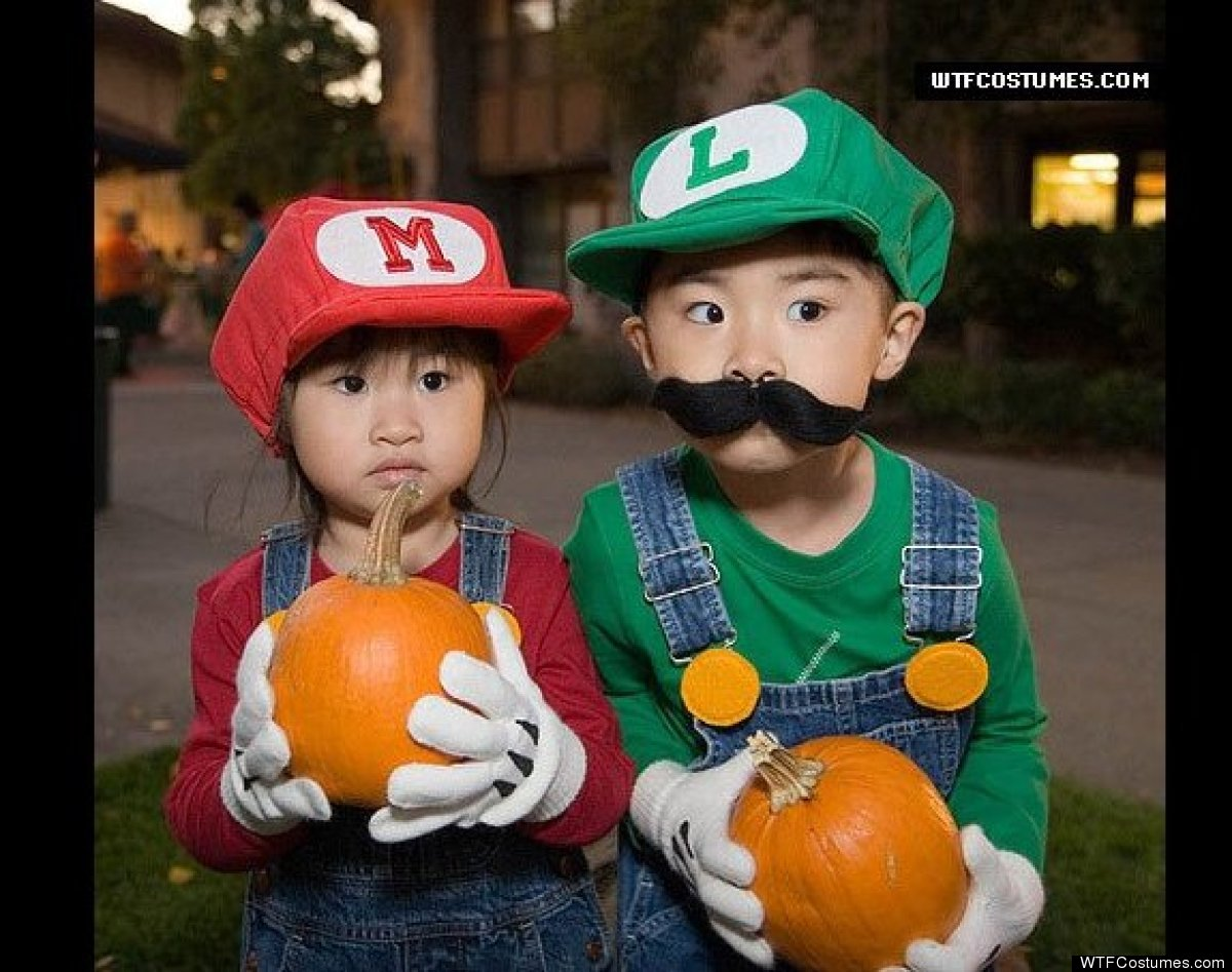 "via <a href=""http://www.wtfcostumes.com/cute_mario_and_luigi_halloween_costumes.php"" target=""_hplink"">WTFCostumes.com</a>"