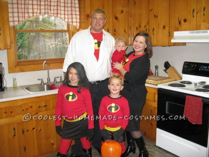 "via <a href=""http://ideas.coolest-homemade-costumes.com/2012/09/05/incredibles-family-costume/"" target=""_hplink"">Coolest Home"