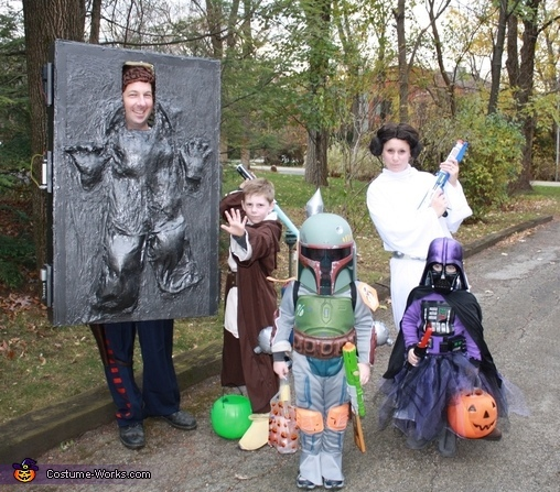 "<a href=""http://www.costume-works.com/costumes_for_families/star_wars_family1.html"" target=""_blank"">via Costume Works </a>"