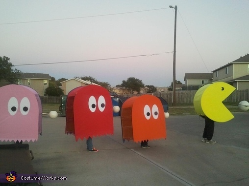 "<a href=""http://www.costume-works.com/costumes_for_families/pac-man.html"" target=""_blank"">via Costume Works </a>"