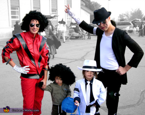 "<a href=""http://www.costume-works.com/costumes_for_families/multi-staged_michael_jackson.html"" target=""_blank"">via Costume Wo"