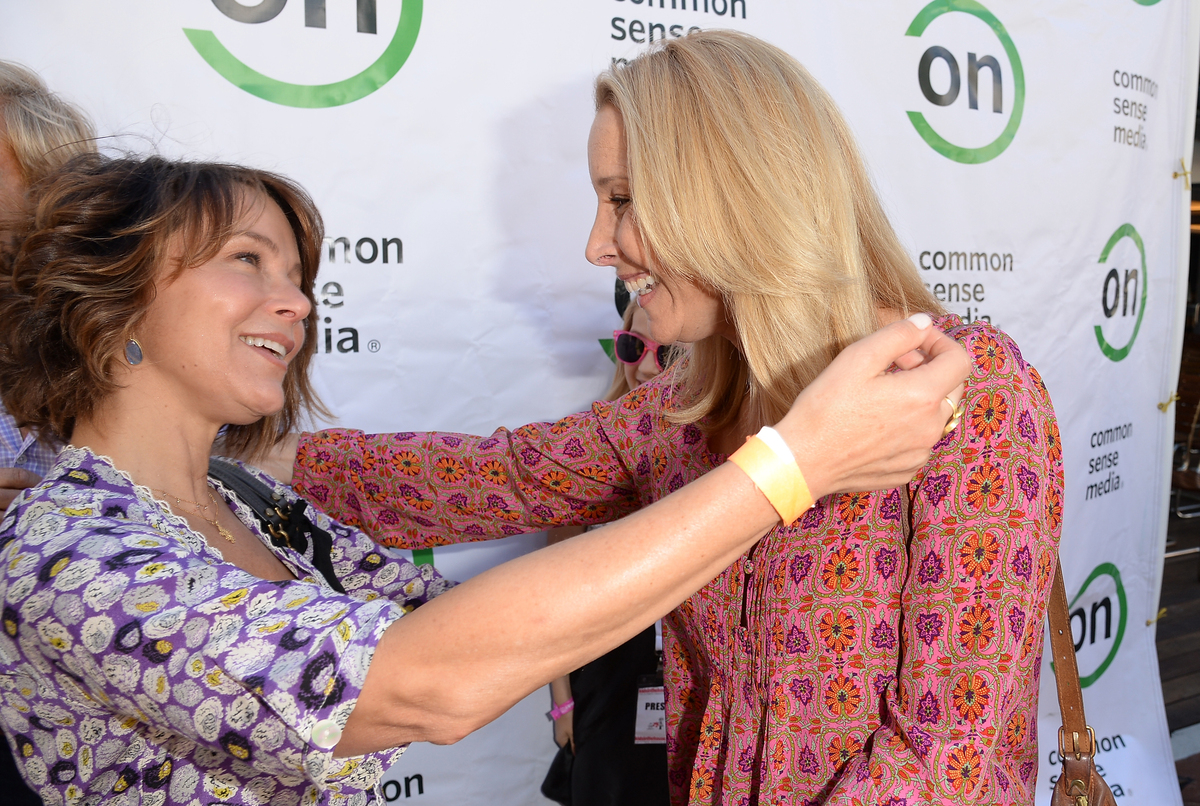 (L-R) Actresses Jennifer Grey and Lisa Kudrow attend the 2nd Annual GameOn! fundraiser hosted by Common Sense Media at Sony P