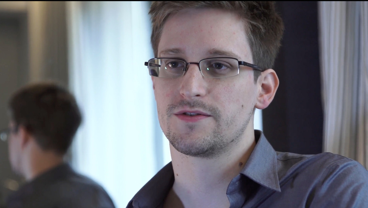 We all know at least ONE person who sort of looks like Edward Snowden. If you think you don't then it's probably you.