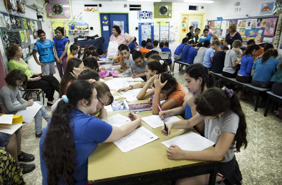 While most Israelis reportedly like their education system, they do not trust their teachers to properly deliver it.