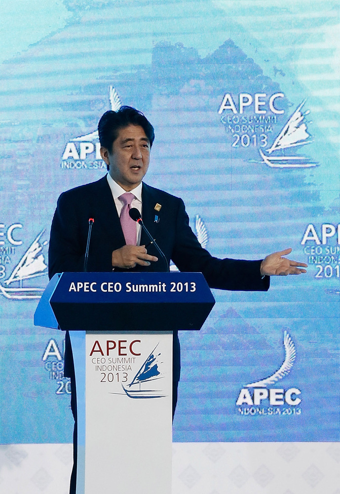 NUSA DUA, BALI - OCTOBER 07:  Japanese Prime Minister Shinzo Abe delivers his keynote address during the APEC CEO Summit on O