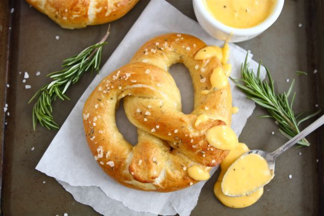 "<strong>Get the <a href=""http://www.twopeasandtheirpod.com/rosemary-sea-salt-pretzels-with-rosemary-cheddar-cheese-sauce/"" ta"
