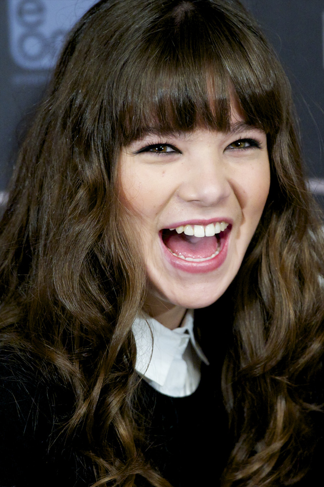 MADRID, SPAIN - OCTOBER 03:  American actress Hailee Steinfeld attends 'Ender's Game' (El Juego De Ender) photocall at Villa