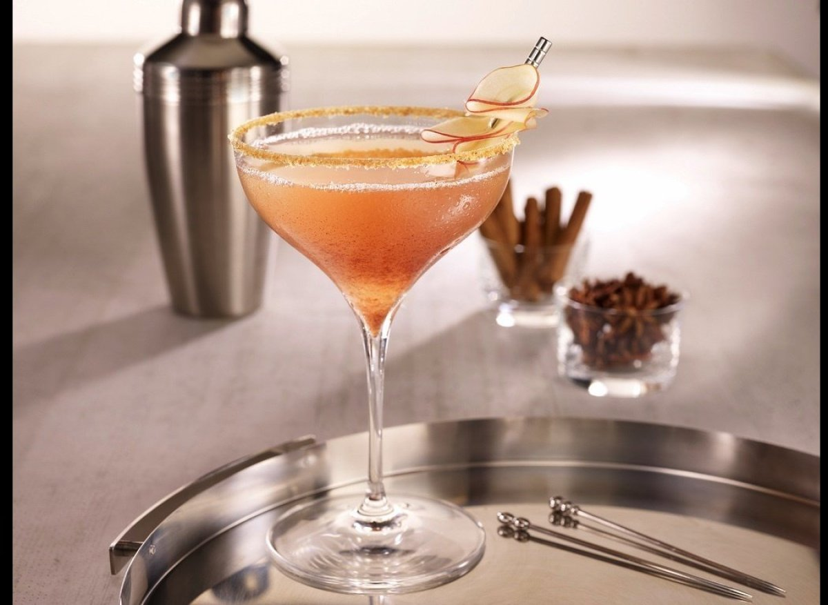 "<a href=""http://imbibemagazine.com/Apple-Spiced-Martini-Recipe"" target=""_hplink""><strong>Apple Spiced Martini</strong> </a>"