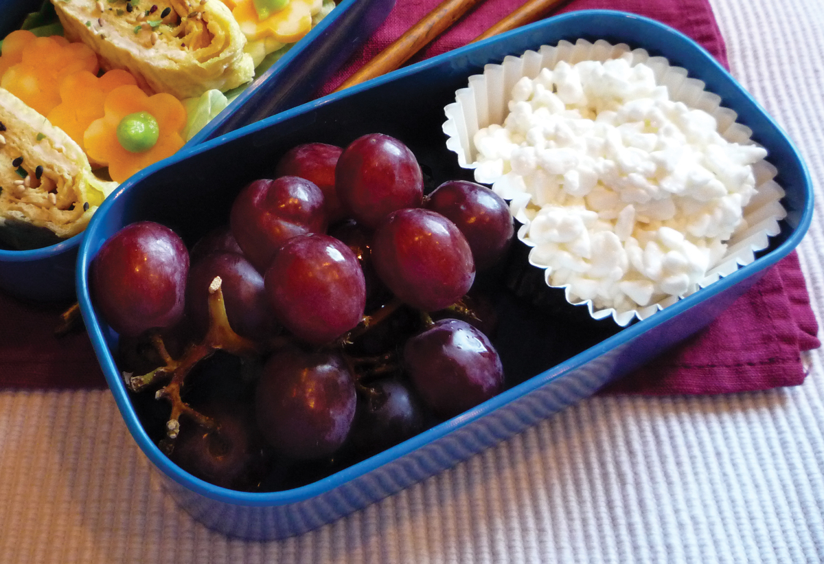 8 high protein nutritionist approved snacks to keep you full huffpost cottage cheese and grapes a hrefhttpdawnjacksonblatner target sisterspd