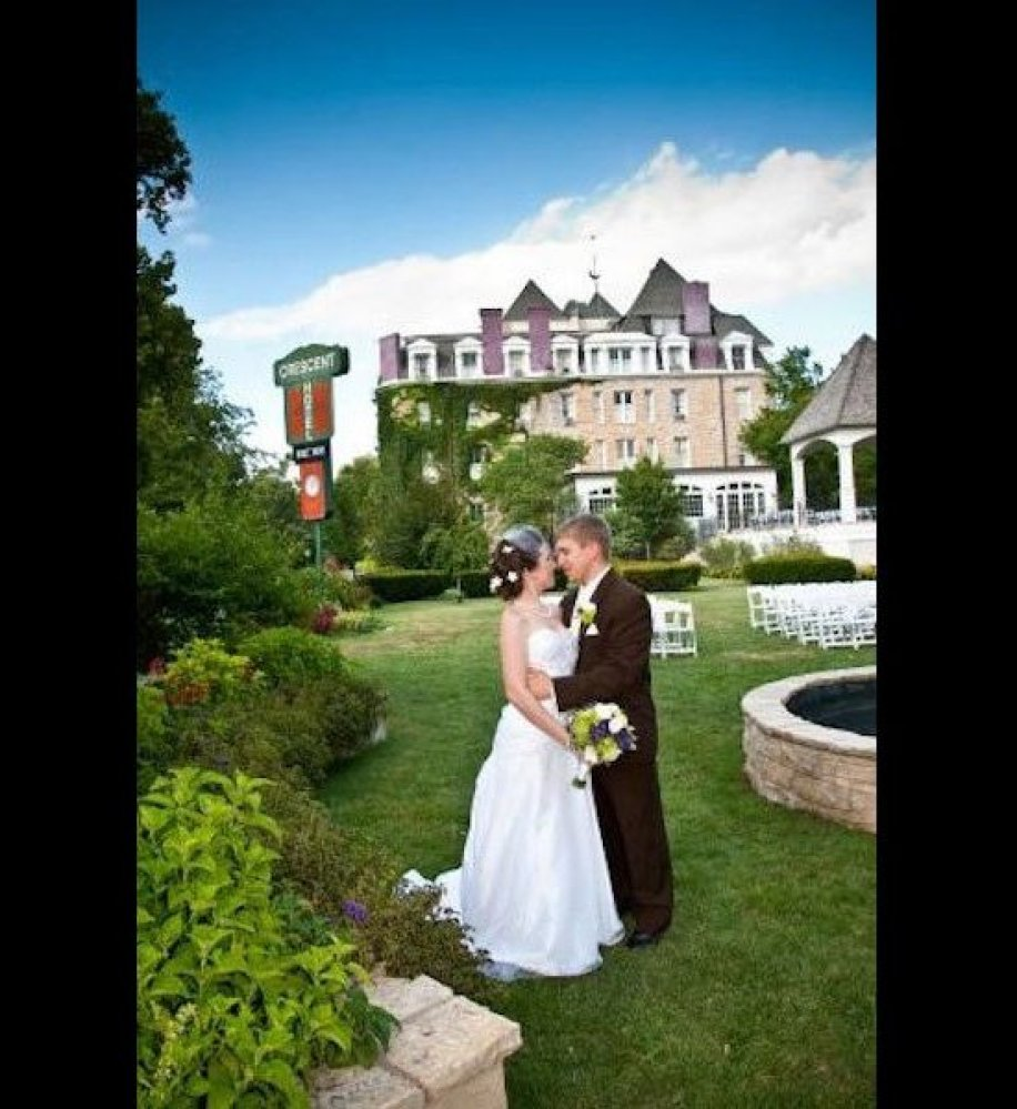 This Spirited Hotel Has Been Hosting Weddings For Over 125 Years Paranormal Researchers Jason Hawes Most Haunted Wedding Venues In The Usa