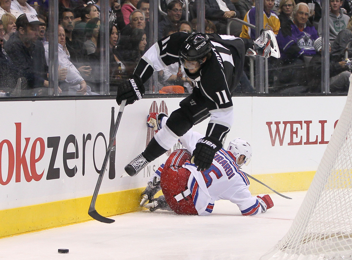 "After struggling to score <a href=""http://espn.go.com/nhl/player/gamelog/_/id/3183/year/2013/anze-kopitar"" target=""_blank"">in"