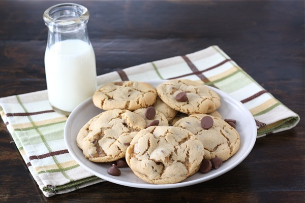 "<strong>Get the <a href=""http://www.twopeasandtheirpod.com/peanut-butter-snickers-cookies/"" target=""_blank"">Peanut Butter Sni"