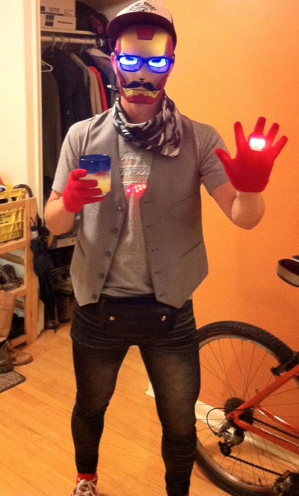 8 easy halloween costume ideas for lazy people huffpost solutioingenieria Choice Image