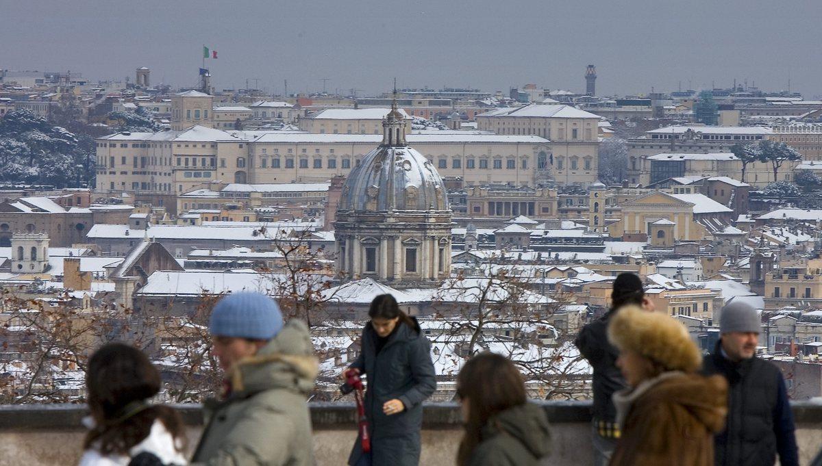 <strong>Exhibit D</strong>: A rare Roman snowfall.   (AP Photo/Alberto Pellaschiar)