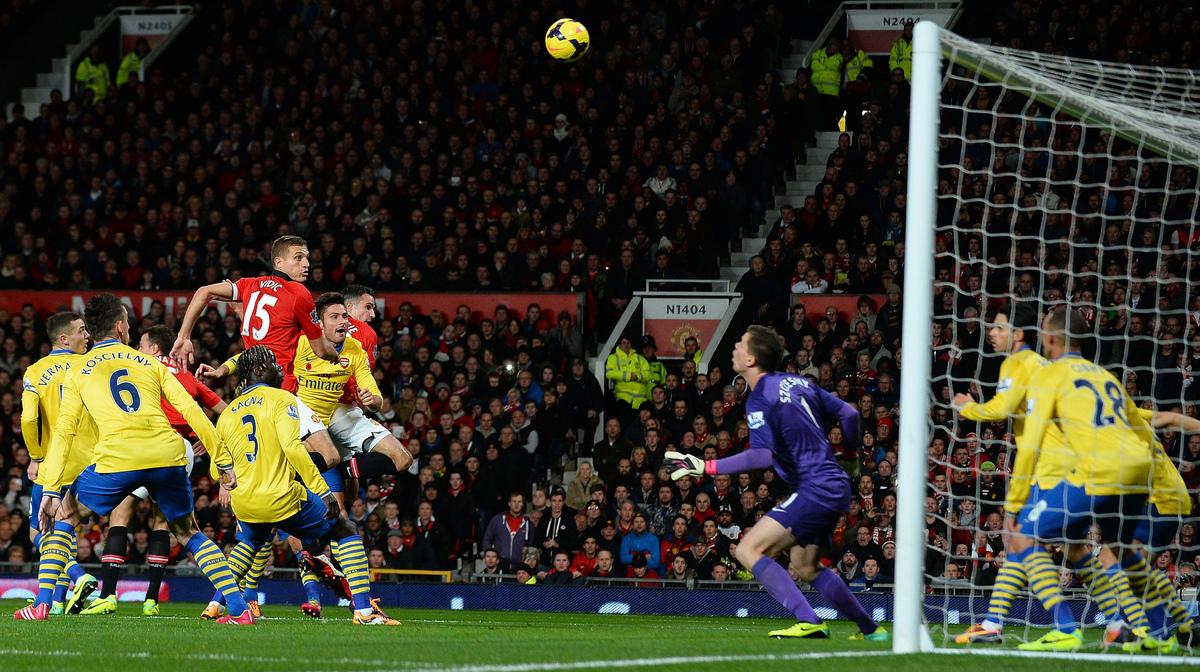 Manchester United's Dutch forward Robin van Persie (4-L) scores the opening goalduring the English Premier League football ma