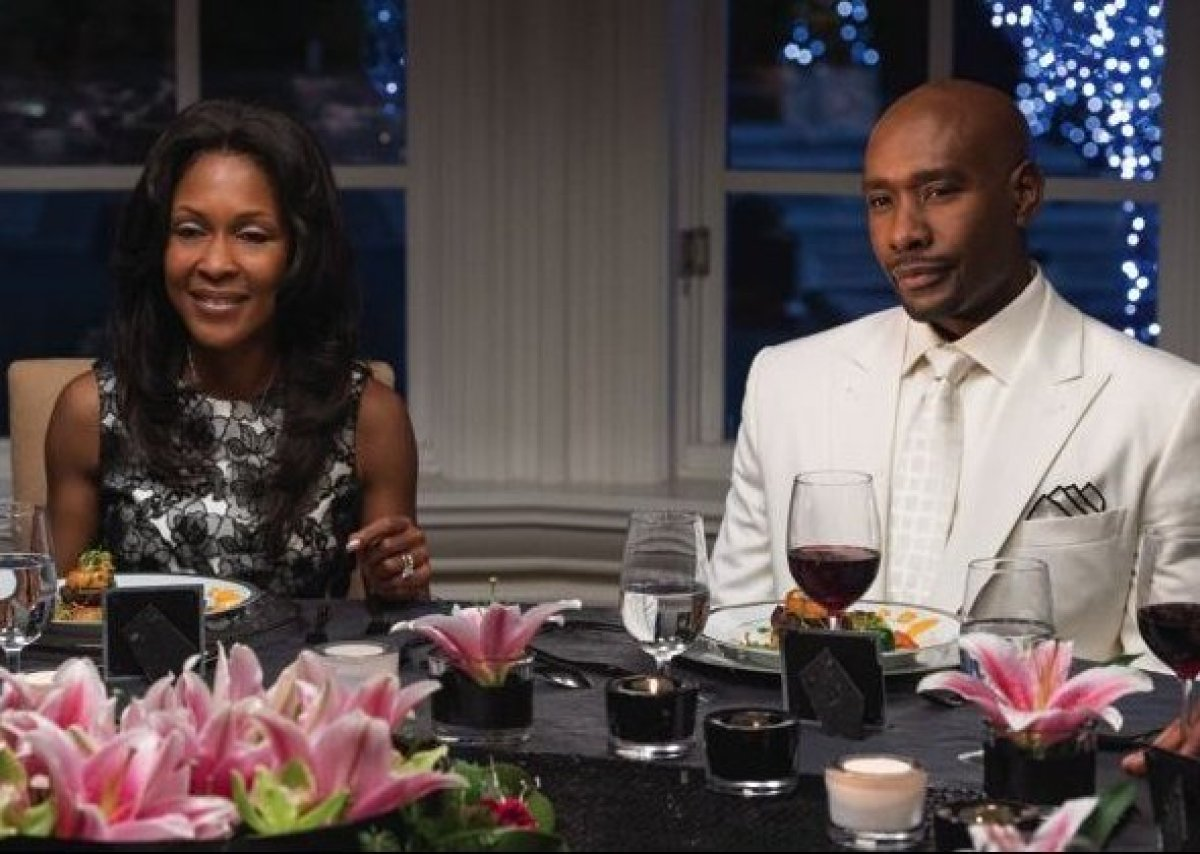 Lance (Morris Chestnut) and his wife Mia (Monica Calhoun) invite their old friends to a festive holiday weekend at their chat