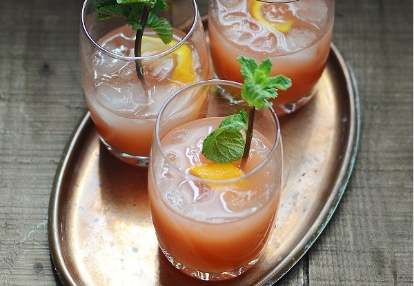 """<strong>Get the <a href=""""http://www.versesfrommykitchen.com/2011/12/cocktail-spiced-orange-crunk-punch.html"""" target=""""_blank"""">"""