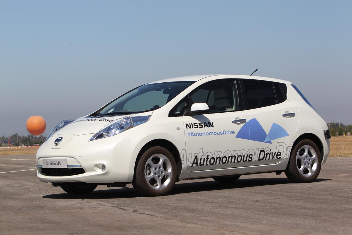 Nissan leaf autonomous drive photos