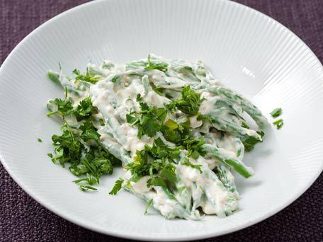 "<strong>Get the <a href=""http://www.huffingtonpost.com/2011/10/27/horseradish-green-beans_n_1059337.html"">Horseradish Green B"
