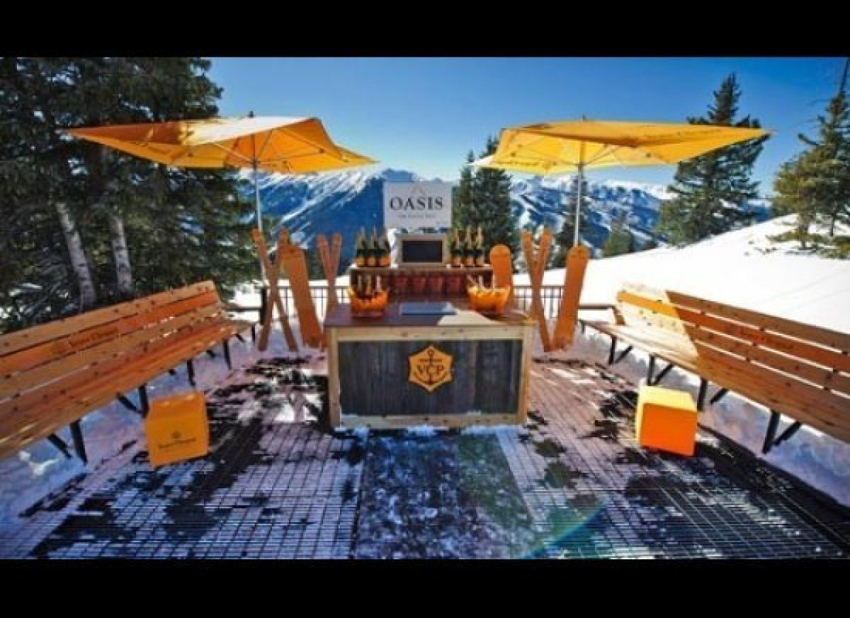 Leave it to Aspen to introduce the world's first ski-in, ski-out Champagne bar to the slopes. Starting Presidents' Day Weeken