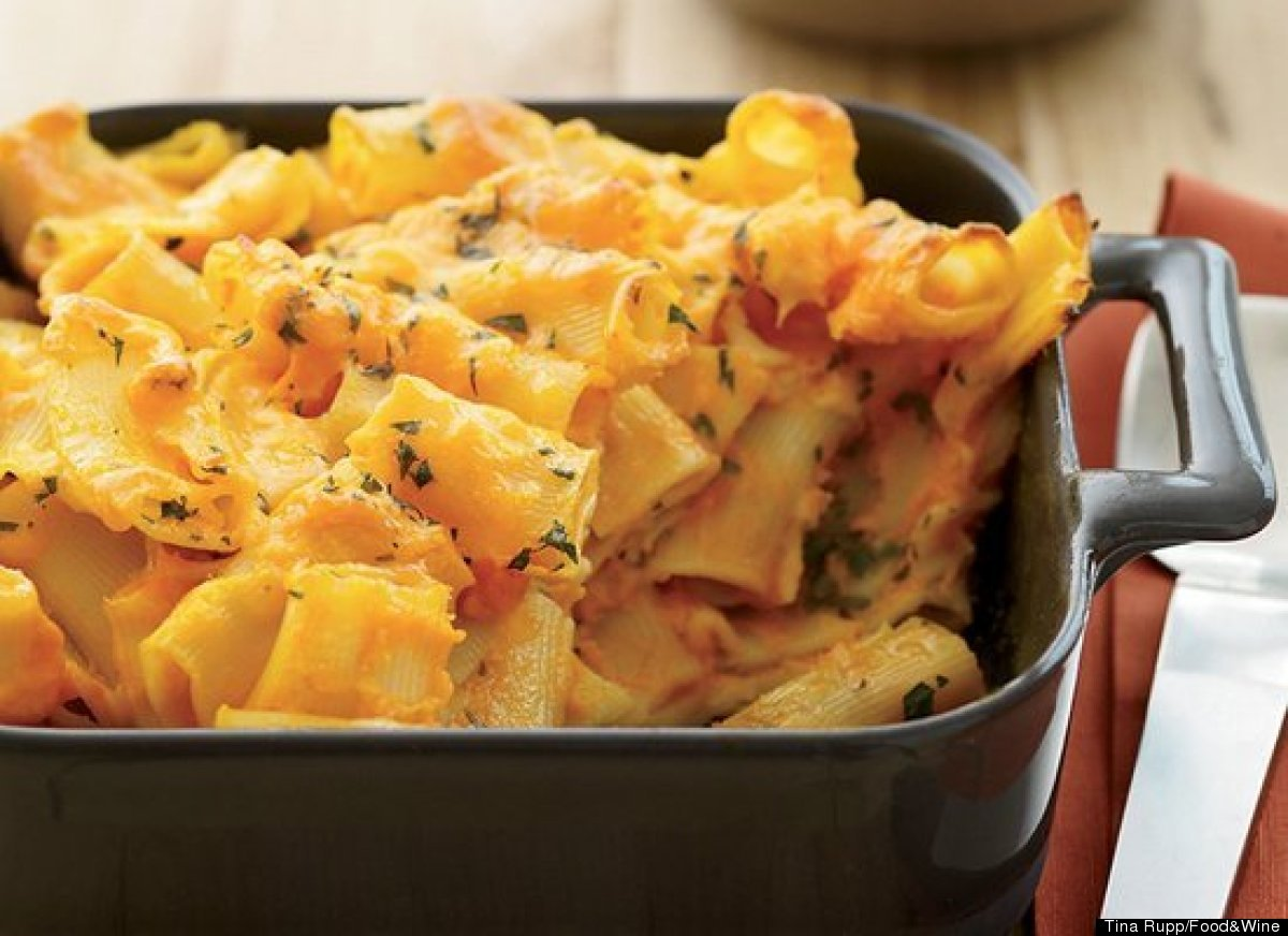 """<strong>Get the <a href=""""http://www.huffingtonpost.com/2011/10/27/carrot-macaroni-and-chees_n_1058274.html"""" target=""""_hplink"""">"""