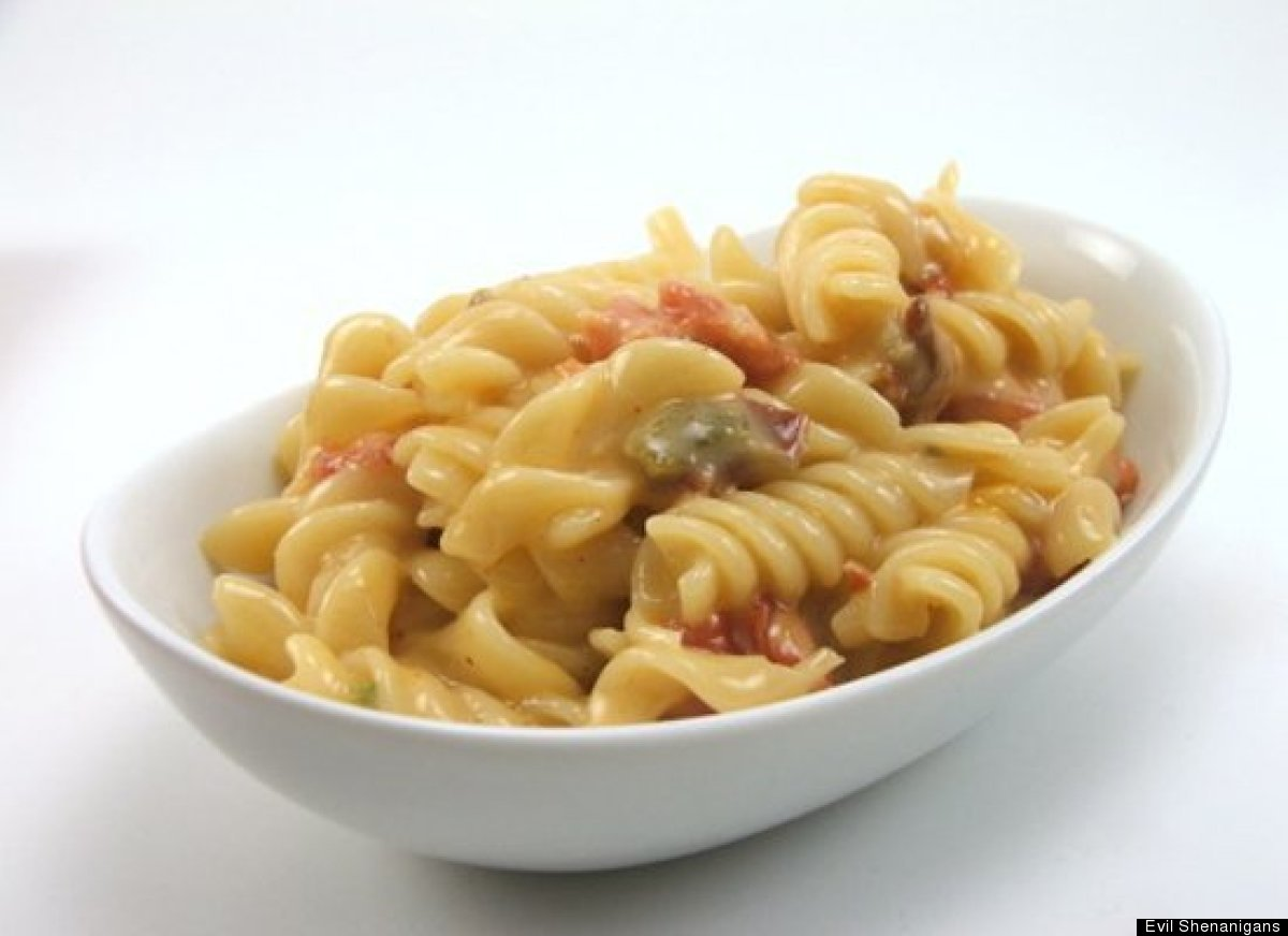 """<strong>Get the <a href=""""http://www.evilshenanigans.com/2009/11/tex-mex-macaroni-and-cheese/"""" target=""""_hplink"""">Tex-Mex Macaro"""