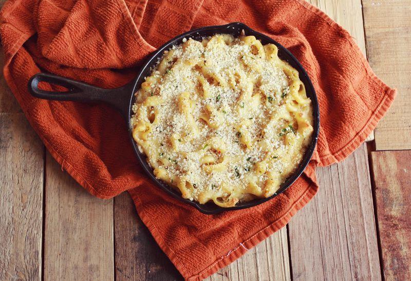 "<strong>Get the <a href=""http://www.abeautifulmess.com/2012/12/emmas-favorite-baked-macaroni-1.html"" target=""_blank"">Emma's F"