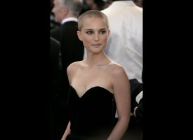 "Natalie Portman stunned at the premiere of her 2006 flick ""V for Vendetta"" for which she shaved her head to play the fearless"