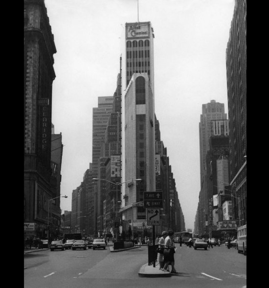 <strong>TIMES SQUARE CIRCA 1960</strong>