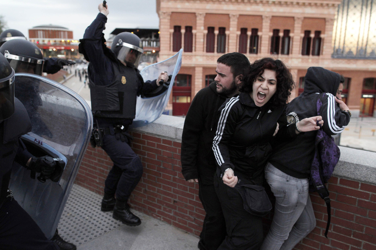 Police clash with demonstrators during a protest against austerity measures near the Spanish Parliament in Madrid, Spain, Thu