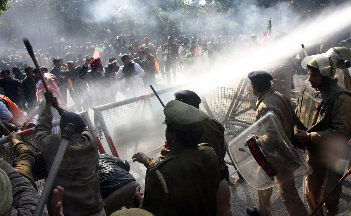 Police using water canon on BJP workers who are protesting against India's Home minister Sushilkumar Shinde's Hindu Terror re