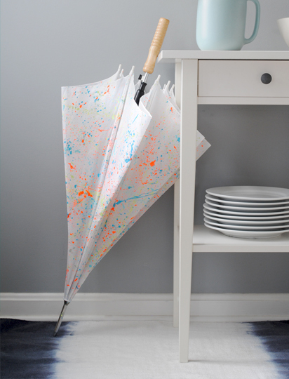 """Brighten up a rainy day with a <a href=""""http://www.huffingtonpost.com/2012/11/28/homemade-gift-ideas-umbrella_n_2205418.html"""""""