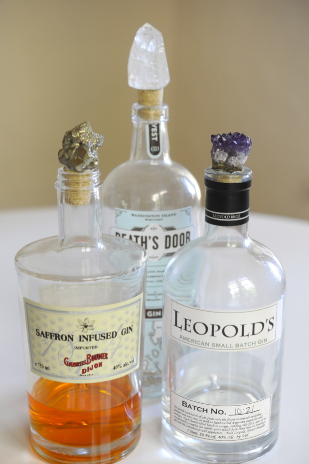 """These <a href=""""http://www.huffingtonpost.com/2012/09/19/craft-of-the-day-geode-bottle-stoppers_n_1898401.html"""">pretty bottle"""