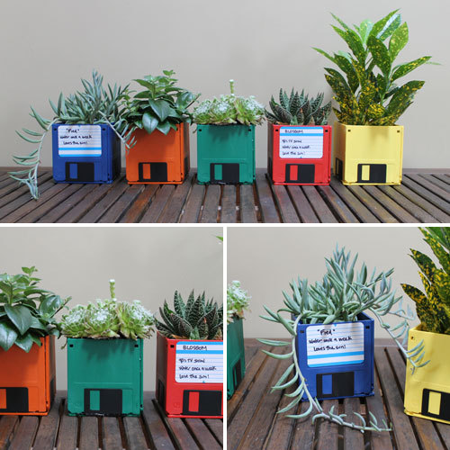 """Repurpose old floppy disks into a <a href=""""http://www.huffingtonpost.com/2012/10/09/craft-of-the-day-floppy-disk-planters_n_1"""