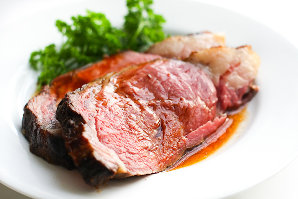 "<strong>Get the <a href=""http://steamykitchen.com/12516-perfect-prime-rib-roast-au-jus-recipe.html"">Perfect Prime Rib Roast w"