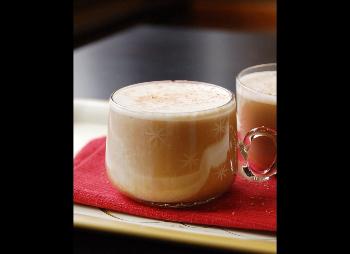 "<a href=""http://imbibemagazine.blogspot.com/2013/12/25-days-of-christmas-cocktails-day-16.html "" target=""_hplink""><strong>Bee"