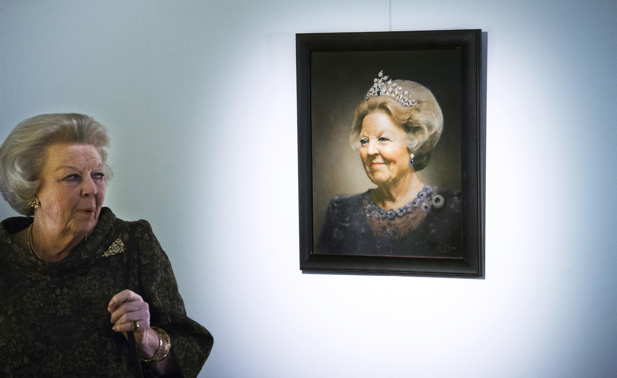 "Dutch Queen Beatrix visits on March 2, 2013 the ""Beeld van Beatrix"" (Images of Beatrix) exhibition at Het Loo Palace in Apeld"