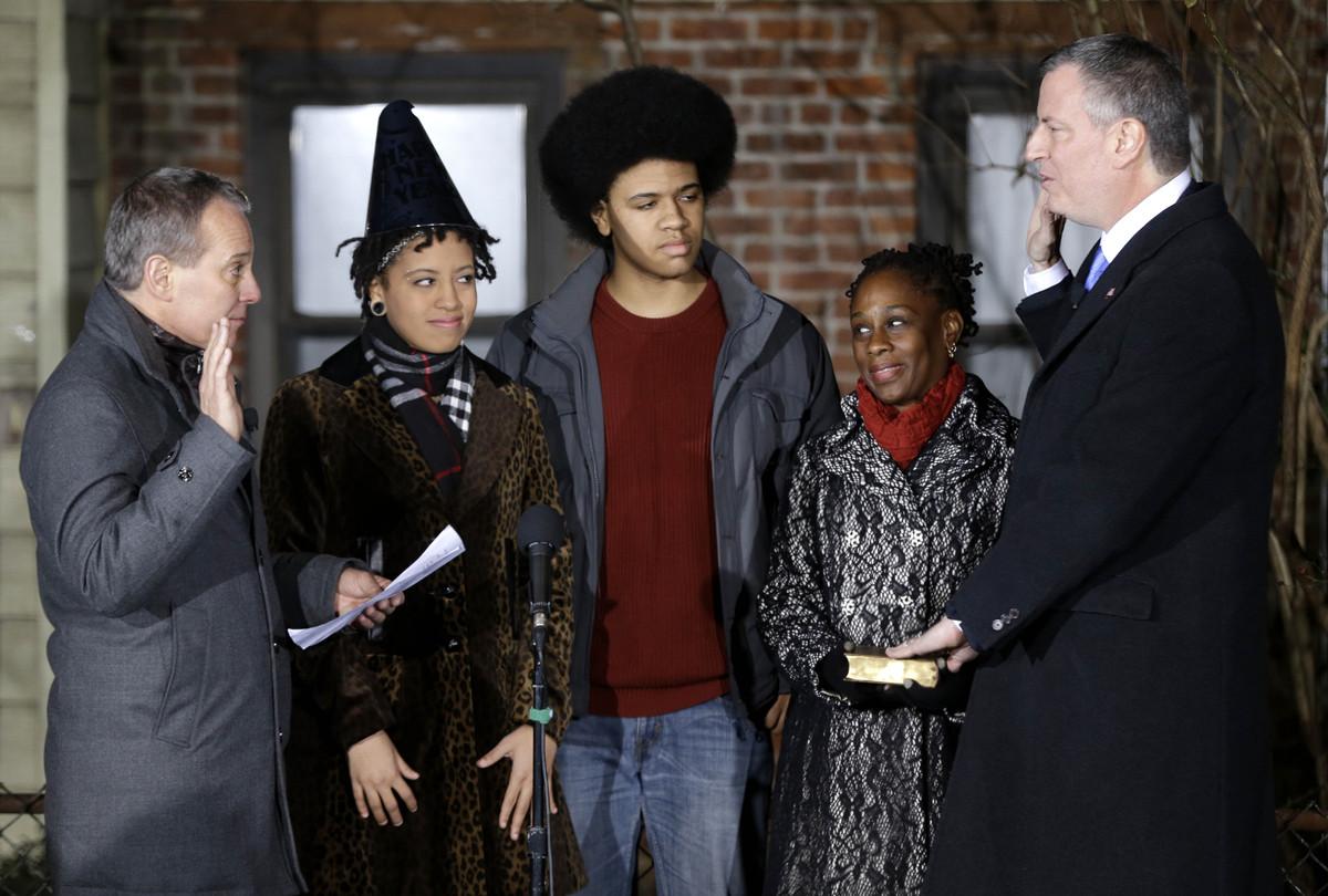 NEW YORK, NY - JANUARY 1:  Bill de Blasio (R) is sworn in as mayor of New York City by State Attorney General Eric Schneiderm