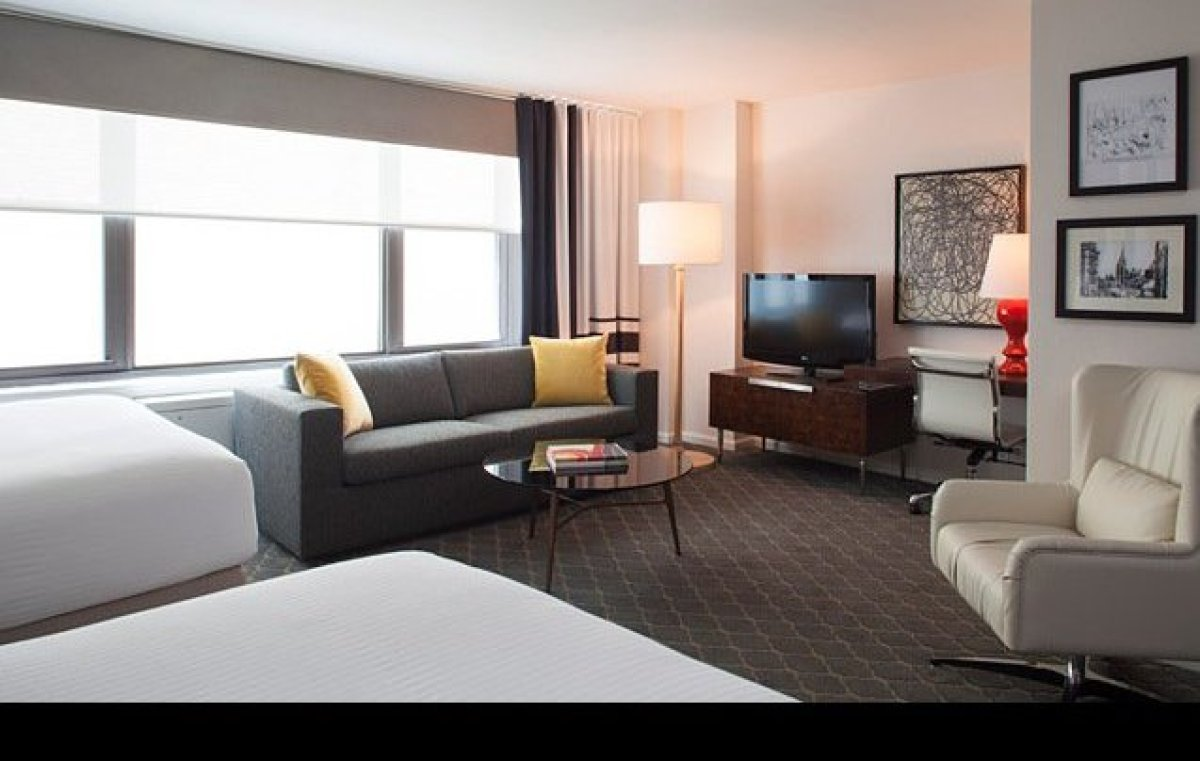 Residential hotels are a growing trend in New York City, catering to both traditional and extended-stay visitors. This transl