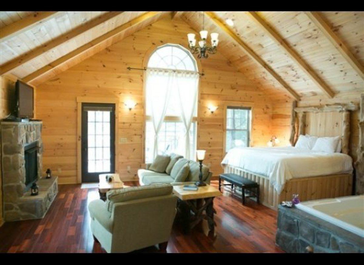 """The cabins and suites hosted by the owners of <a href=""""http://www.bedandbreakfast.com/ohio-berlin-coblentz-country-cabin.html"""