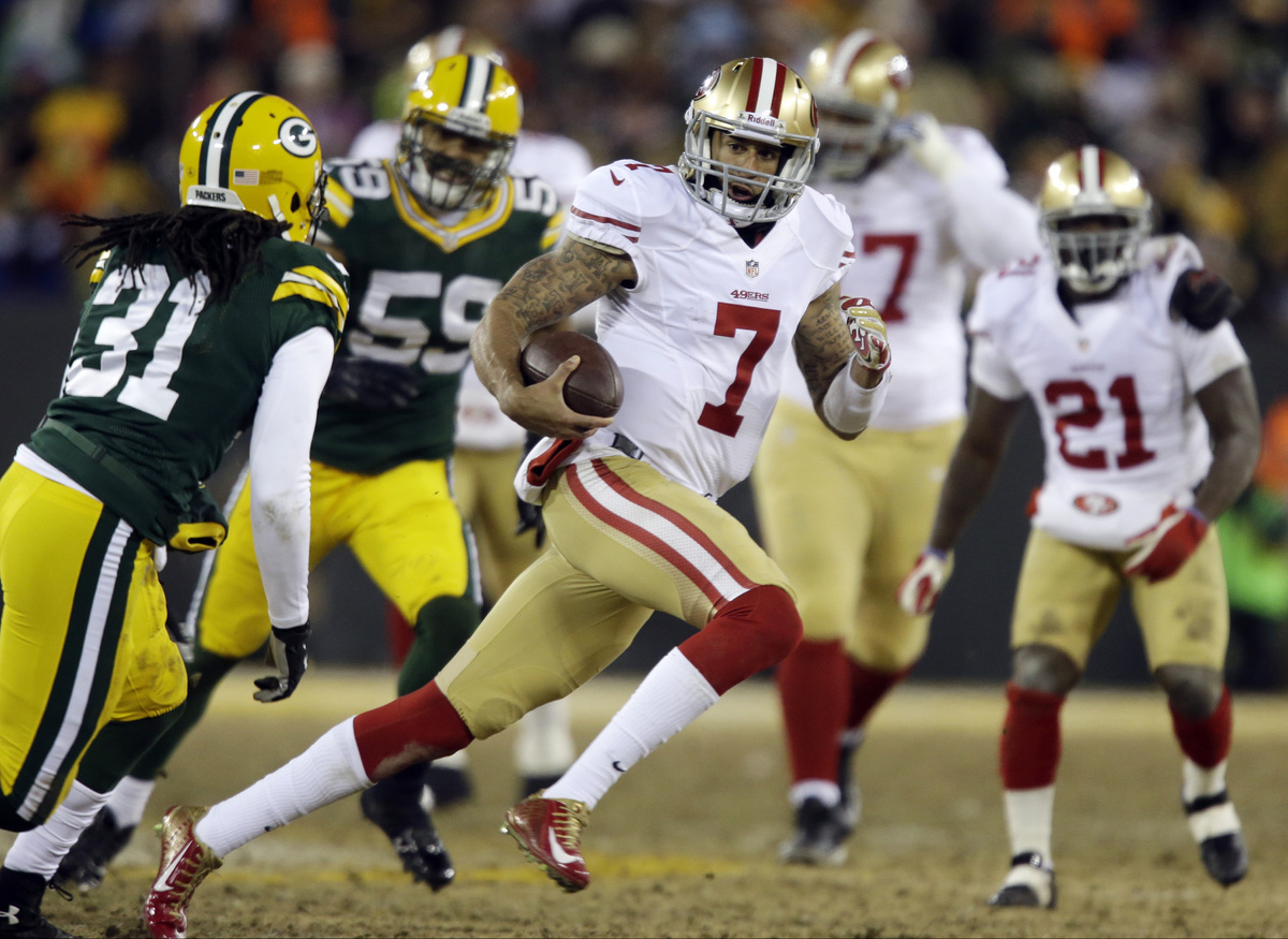 San Francisco 49ers quarterback Colin Kaepernick (7) runs against Green Bay Packers defense during the first half of an NFL w