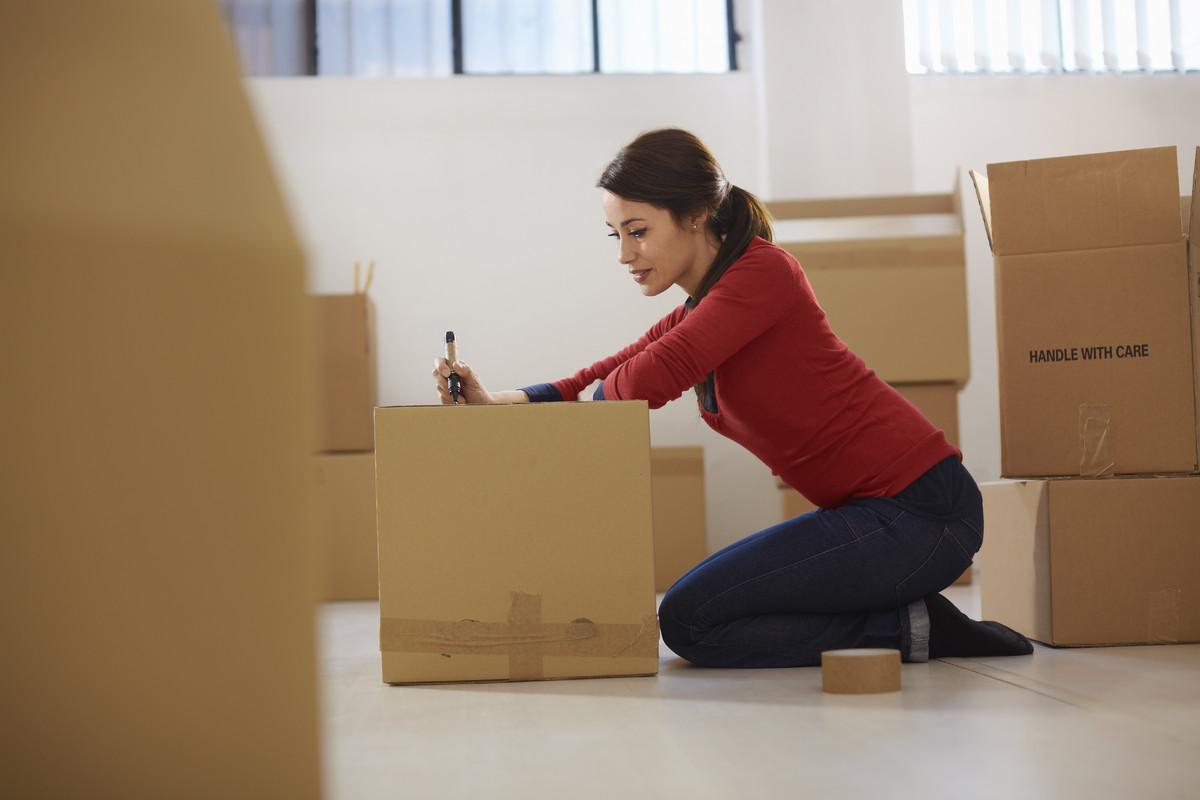 Start in one area (room, desk, shelf or drawer), in the part of the house you use the most, such as the living room or kitche