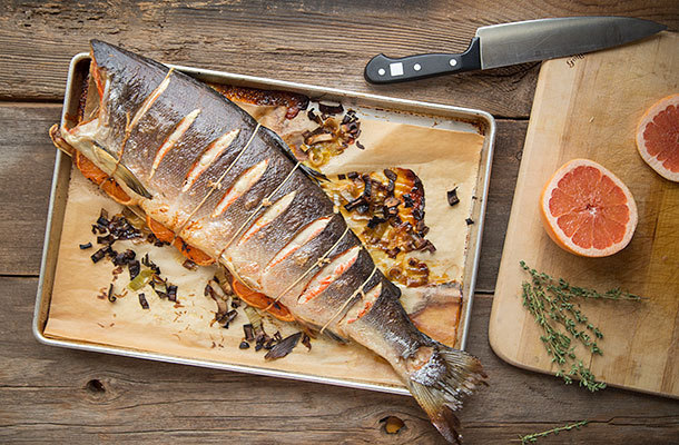 "<strong>Get the <a href=""http://slimpalate.com/whole-roasted-salmon-with-grapefruit-and-leeks/"" target=""_blank"">Whole Roasted"