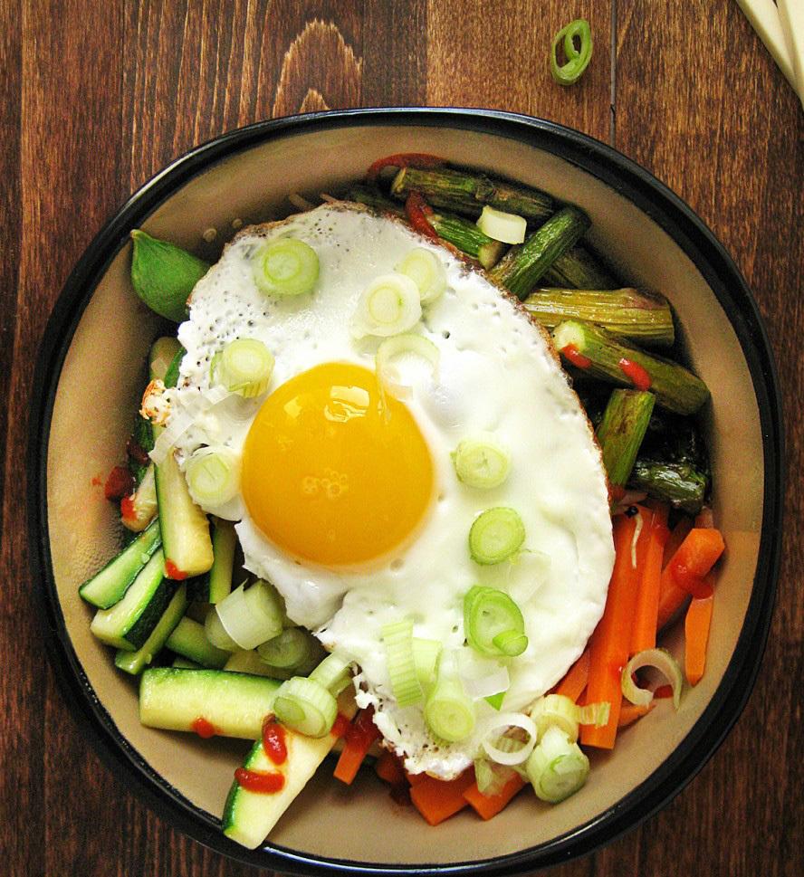 "<strong>Get the <a href=""http://www.queenofquinoa.me/2012/05/korean-bibimap-with-quinoa/"" target=""_blank"">Quinoa Bibimbap rec"