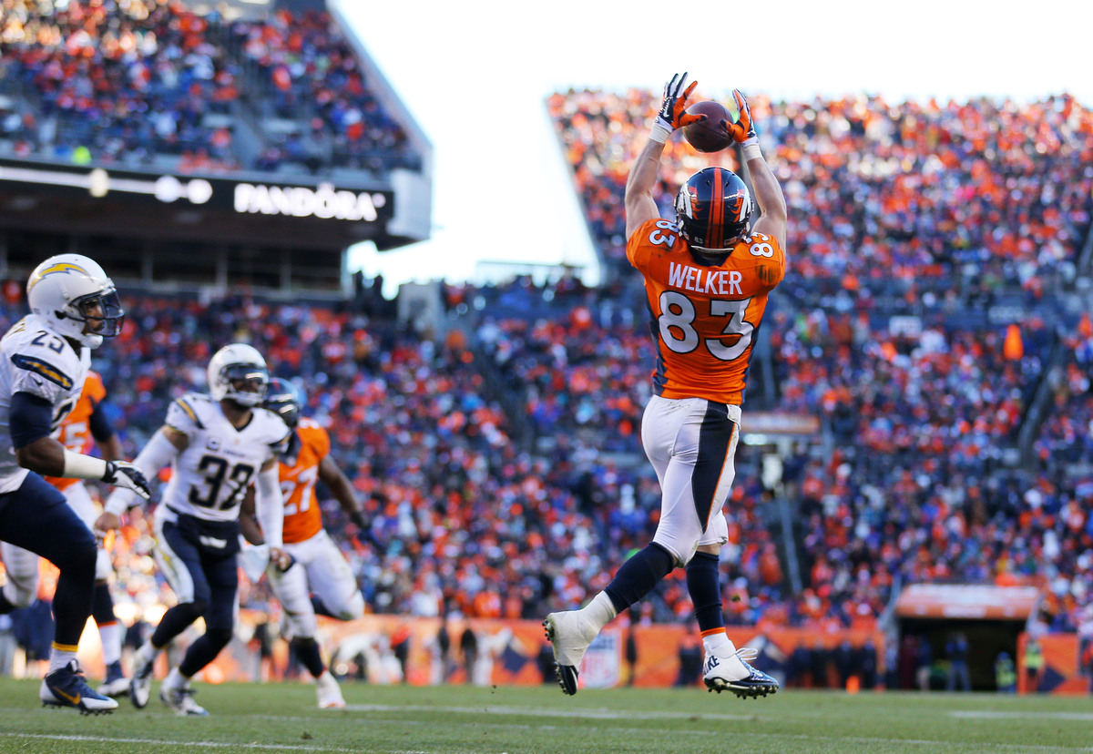 DENVER, CO - JANUARY 12:  Wes Welker #83 of the Denver Broncos completes a second quarter touchdown pass against the San Dieg