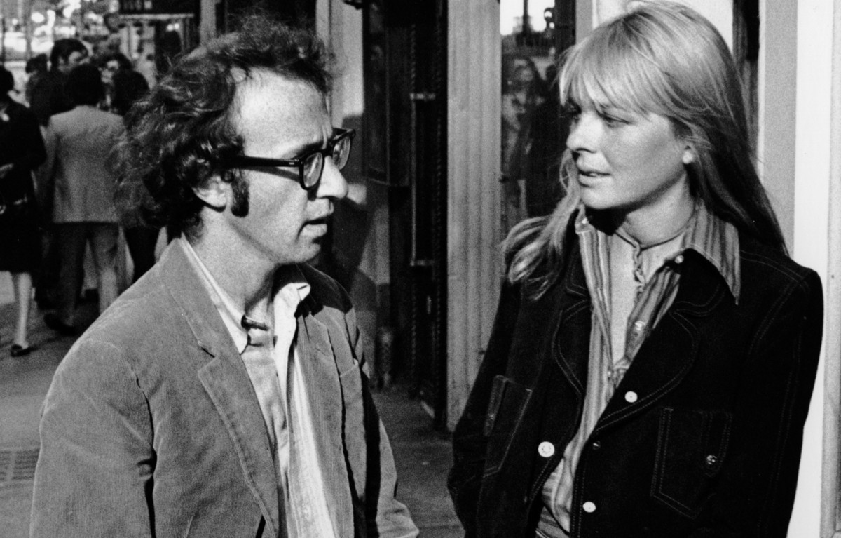 "<a href=""http://www.eonline.com/news/498519/diane-keaton-examines-woody-allen-s-mind-sings-and-curses-a-lot-while-accepting-h"