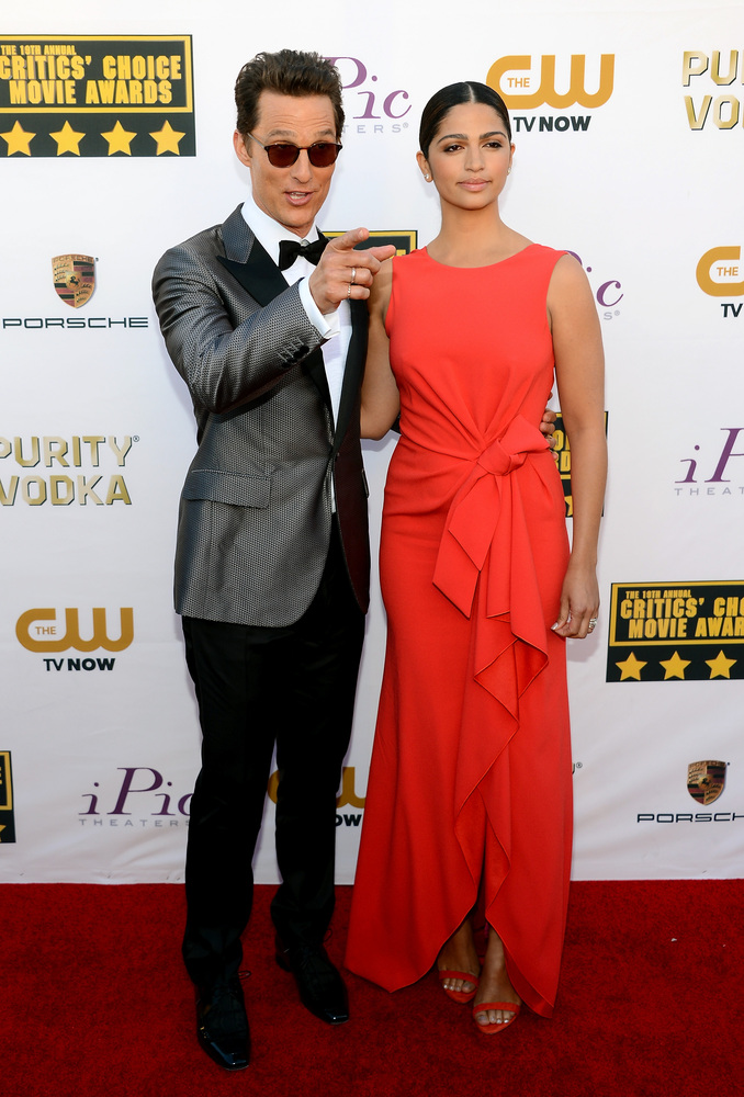 SANTA MONICA, CA - JANUARY 16:  Actor Matthew McConaughey (L) and model Camila Alves attend the 19th Annual Critics' Choice M