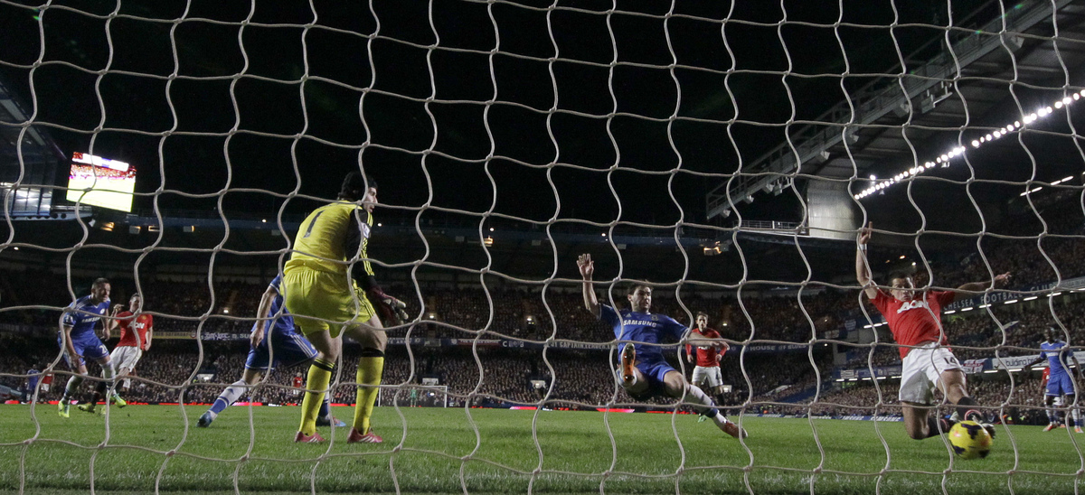 Manchester United's Javier Hernandez, right scores a goal pastChelsea's goalkeeper Petr Cech during the English Premier Leagu