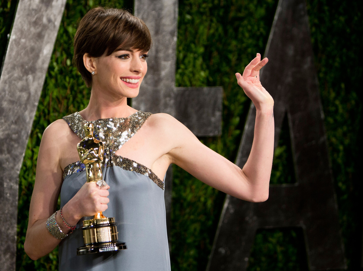 "Winning the Oscar for ""Les Misérables"" was enough for Anne Hathaway, who <a href=""http://www.huffingtonpost.com/2014/01/22/an"