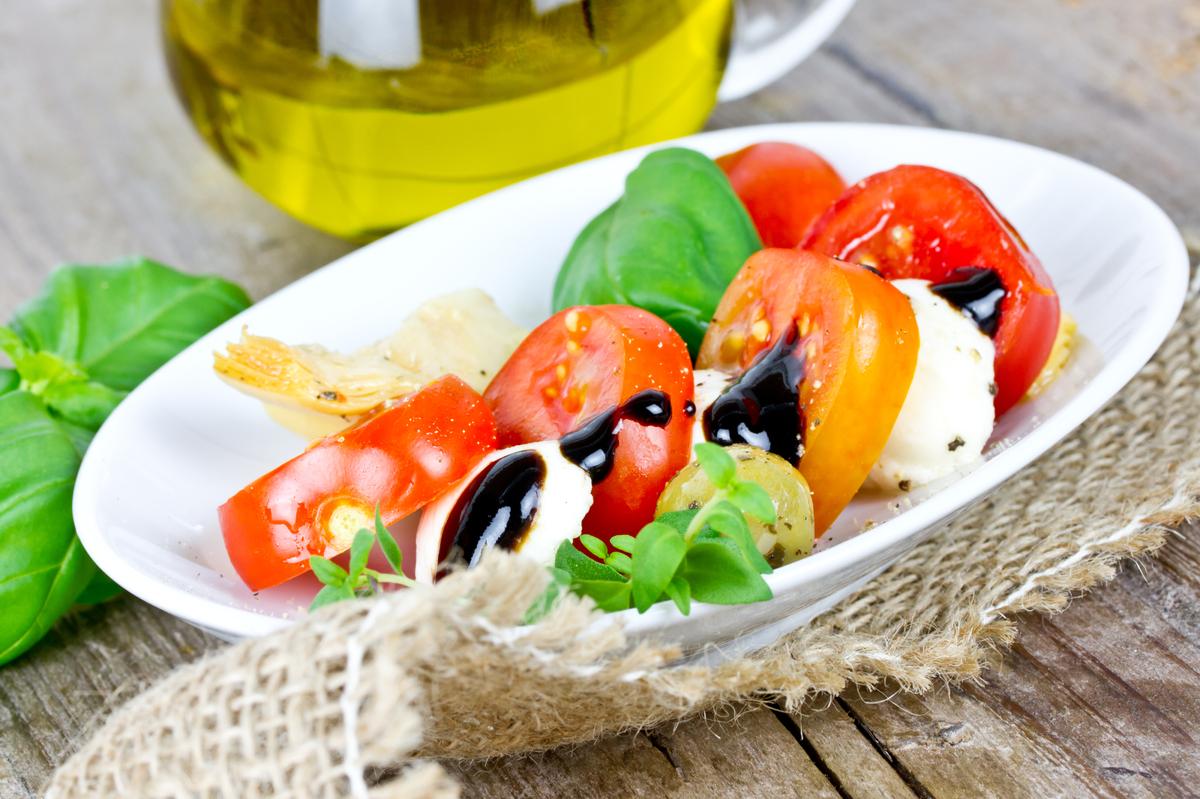 "For more ideas go to <a href=""http://www.livebetteramerica.com/health-nutrition/weight-management/14-snacks-under-100-calorie"